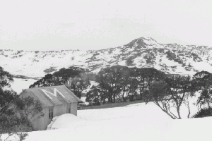 Mawsons Hut, Mt Jagungal background 1966 Reet Vallack Collection