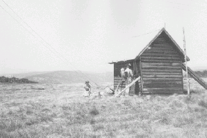 Fifteen Mile Spur Hut 1972 Reet Vallack Collection