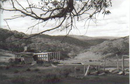 Photo of Farm Ridge hut in 1969